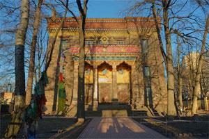 Sankt-Peterburgskiy_Buddiyskiy_hram_Dacan_Gunzechoyney.jpg